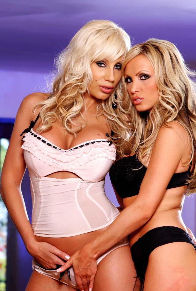 Puma and Nikki Benz, Tetonas me gustan